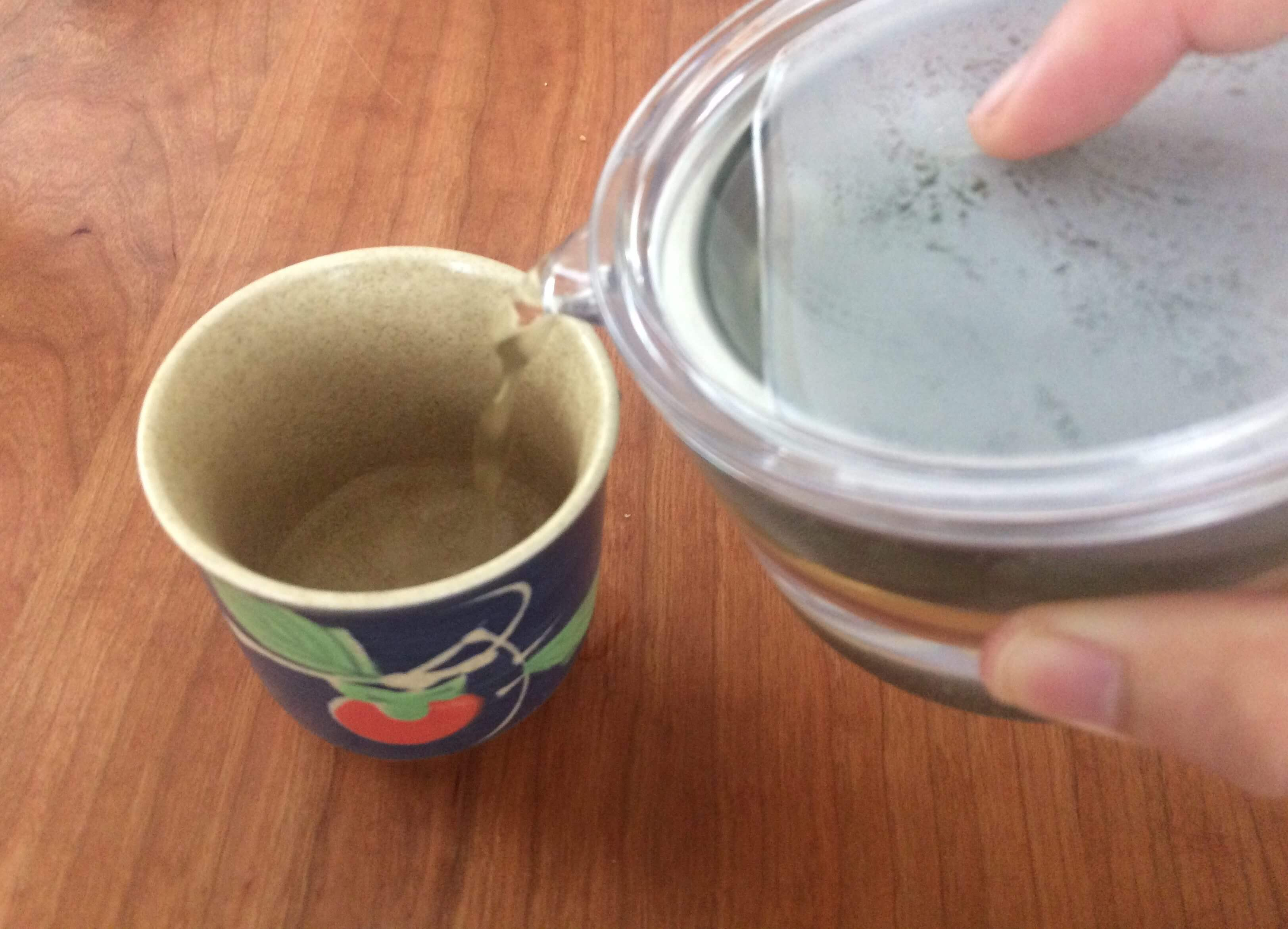 透明急須でお茶を淹れる